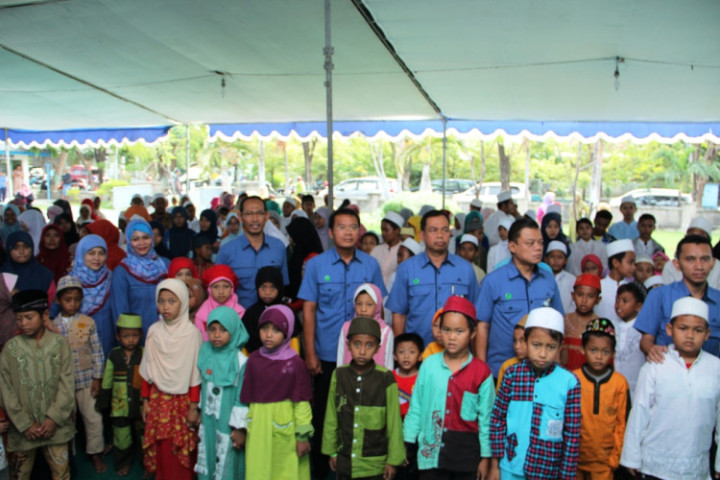 Pemberian santunan dana pendidikan kepada anak yatim dan fakir miskin